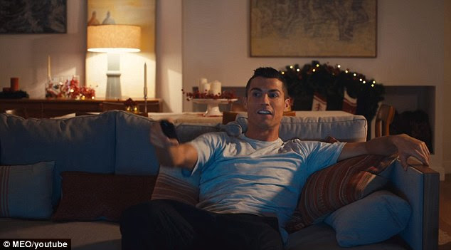 Ronaldo scares the pizza delivery man away using television gun shots as a prop