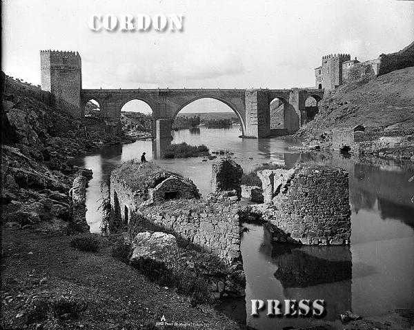 Puente de San Martín  de Toledo hacia 1875-80. © Léon et Lévy / Cordon Press - Roger-Viollet