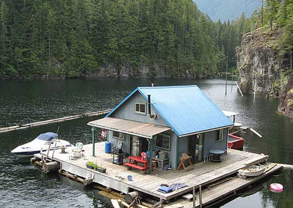 Floating-Houses-In-Powell-Lake-1