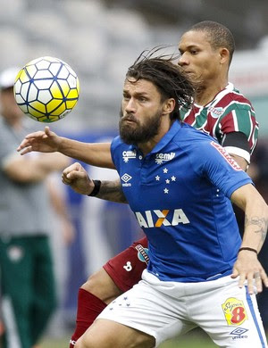 Rafael Sobis, do Cruzeiro, contra o Fluminense (Foto: Washington Alves/Light Press)