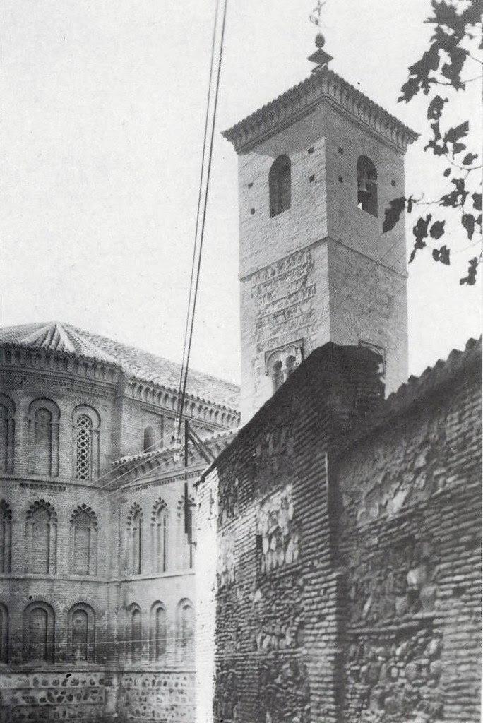 Fachade este de la Iglesia de San Bartolomé tras la restauración de 1940.