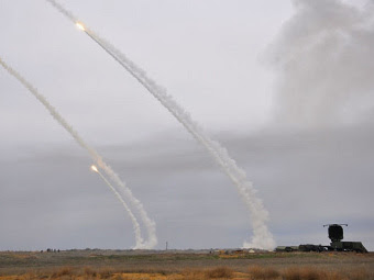 Огонь из ЗРК С-300ПМ. Фото Игоря Румянцева с сайта vko.ru