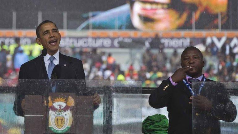 Denunciaron que el intérprete para sordomudos de funeral de Mandela era un impostor