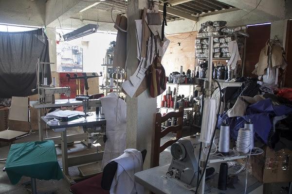 Oficina em que eram costuradas peças da Le Lis Blanc. Fotos: Anali Dupré