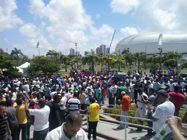 PMs e bombeiros segue ocupando Centro Administrativo do RN (Foto: Arthur Barbalho/G1)