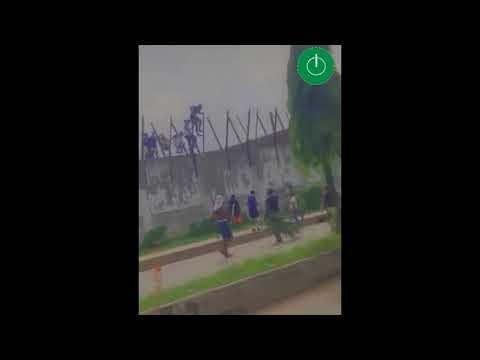 Benin youths hail prisoners as they escape from prison