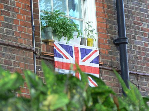 drapeau anglias aux fenêtres.jpg