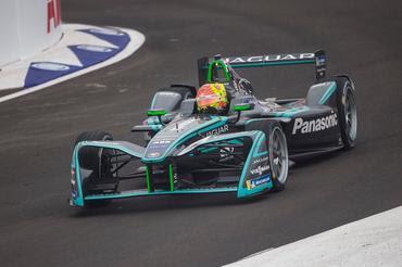 Pietro Fittipaldi guiando o F-E da Panasonic Jaguar Racing