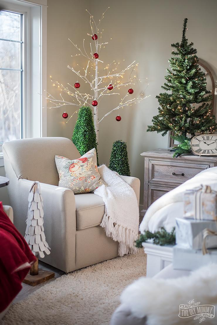 Traditional Christmas Bedroom Decor Ideas - Mom's Lake ...