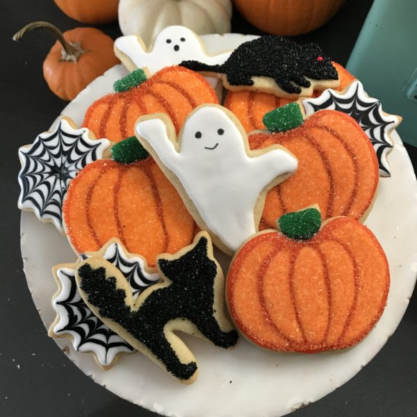 Black and White Halloween Cookies – Bakers Brigade