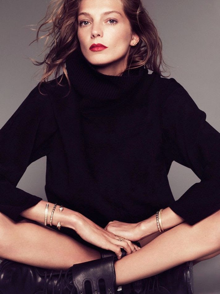 Le Fashion Blog -- Daria Werbowy With Long Wavy Bob, Oversized Black Turtleneck Sweater, Red Lipstick, Bracelets & Combat Boots -- Via Marie Claire France -- photo Le-Fashion-Blog-Daria-Werbowy-Black-Turtleneck-Sweater-Red-Lipstick-Bracelets-Combat-Boots-Via-Marie-Claire-France.jpg