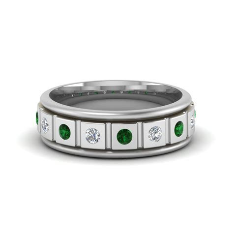 Block Design Flush Diamond Band With Emerald In 14K White