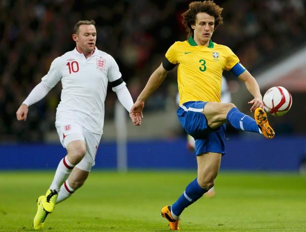 Rooney e David Luiz Brasil x Inglaterra (Foto: Reuters)