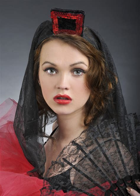 Spanish Mantilla Flamenco Dancer Headpiece