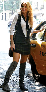 Blake Lively wearing Chinese Laundry in Gossip Girl