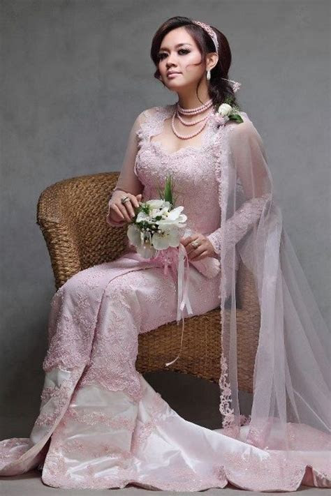 30 best images about Burmese dresses on Pinterest   Models