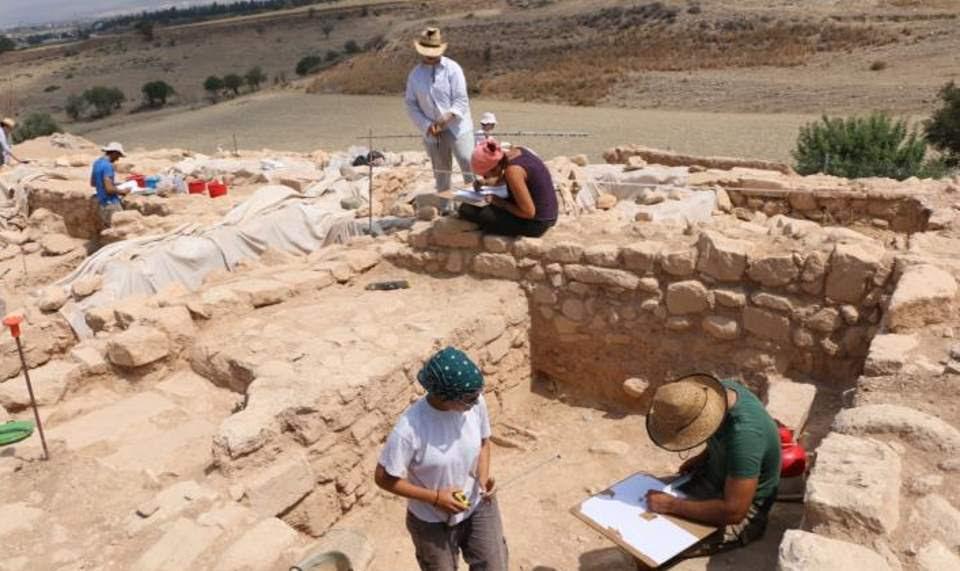 Εντυπωσιακό αρχαίο λίθινο τείχος αποκαλύφθηκε στην Πάφο