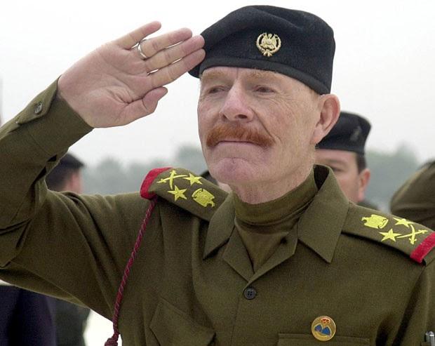 Izzat Ibrahim al-Douri, na época vice-presidente do Comando Revolucionário do Iraque, aparece em foto de dezembro de 2002; ele foi morto nesta sexta-feira (17) em uma operação militar no país ,segundo autoridades locais (Foto: AP Photo/Jassim Mohammed, File)