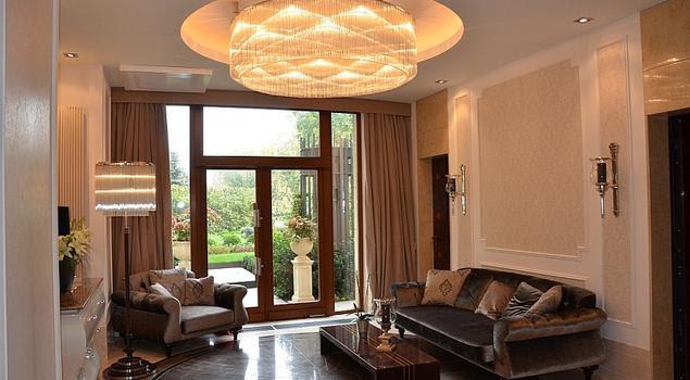 Nowoczesne Lampy Sufitowe W Klasycznym Wnętrzu Oświetlenie Salonu