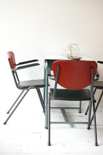 antwerp - coffee & vinyl by wood & wool stool