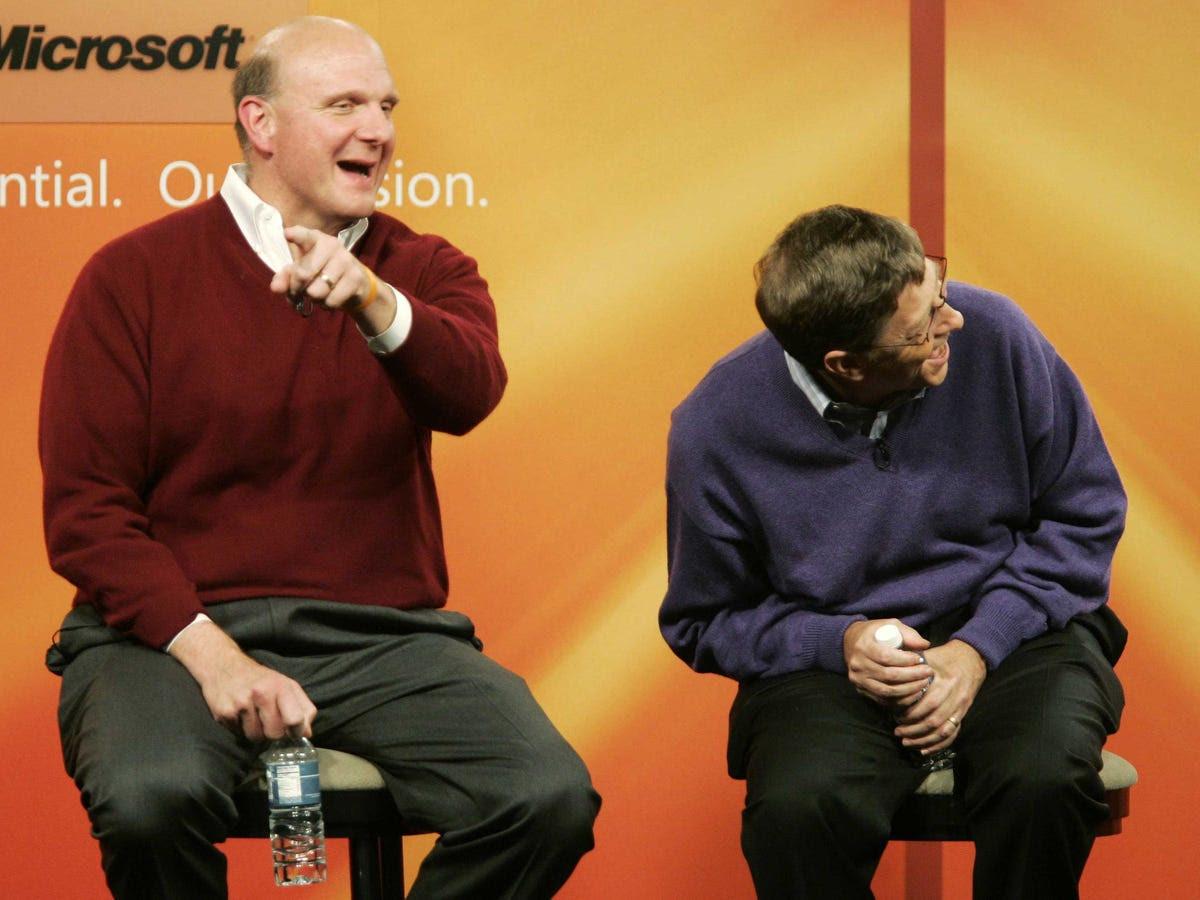 Harvard là nơi mà Gates đã gặp Steve Ballmer, người mà sau này ông đã mang lại cho Microsoft và cuối cùng thúc đẩy Giám đốc điều hành của công ty. Mặc dù họ sống xuống hội trường với nhau trong Currier House, họ gặp nhau trong một lớp học kinh tế sau đại học. Các cặp vẫn là bạn tốt ngày hôm nay.
