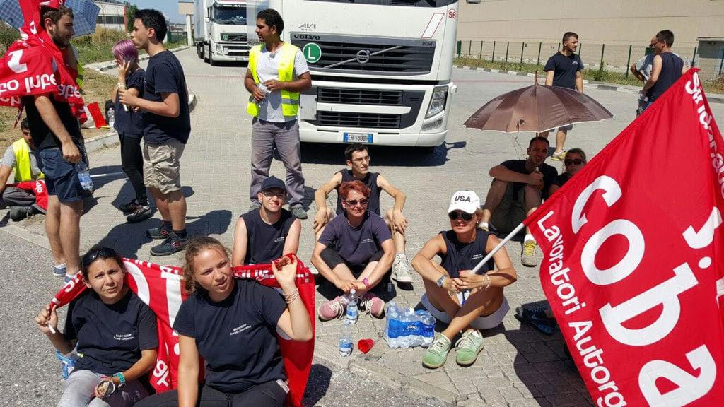 Le proteste dei lavoratori dell'hub logistico di Stradella, nel luglio del 2016. - Simona Carta