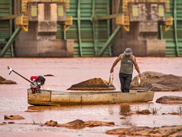 Pescadores de Linhares reclamam de falta de auxílio da Samarco (Foto: Leonardo Merçon/Últimos Refúgios)