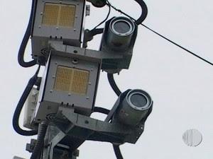 Motoristas multados no radar dedo-duro em Mogi das Cruzes devem ser ressarcidos (Foto: Reprodução/TV Diário)
