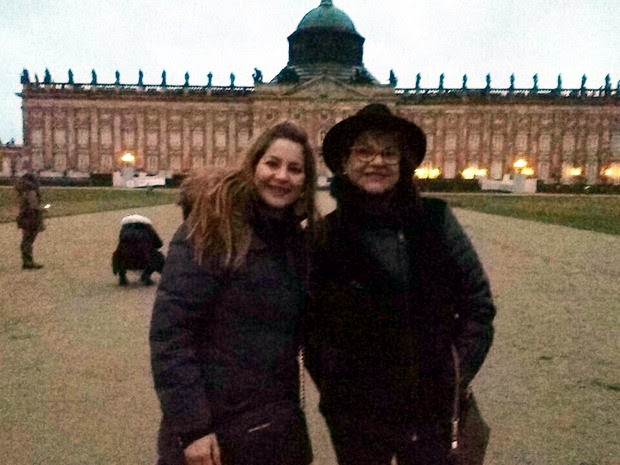 Marisa ao lado da filha na Alemanha, no final de 2016 (Foto: Marisa Garcia Pereira/Arquivo pessoal)