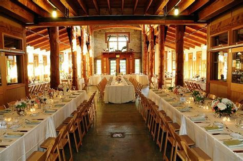 Family style wedding table layout at the Schlitz Audubon