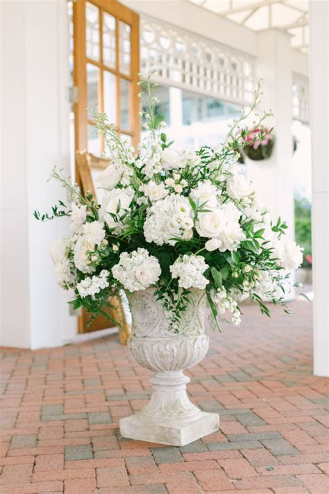 11 Hydrangea Bouquet & Wedding Flower Arrangements for