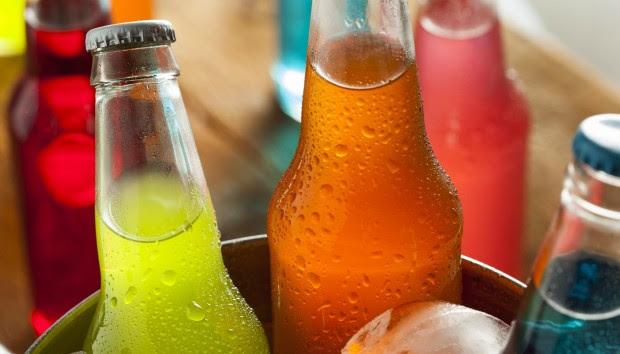 Γιατί τα Αναψυκτικά Έχουν Καλύτερη Γεύση Όταν τα Πίνουμε Από το Γυάλινο Μπουκάλι