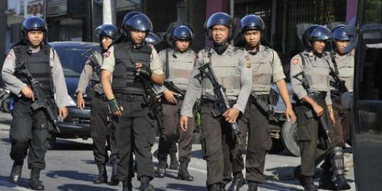 http://klimg.com/merdeka.com/i/w/news/2012/08/27/82611/540x270/pelaku-teror-di-solo-ternyata-desertir-polisi.jpg