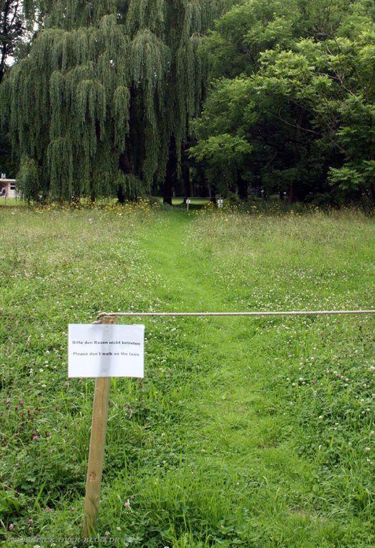 rasen nicht betreten documenta13 d13 kassel 2012 wideblick.