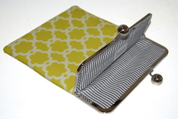 "Unique and Stylish iPad / Kindle DX / Motorola Xoom Clutch Case ""Tarika"""
