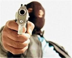 cara com revolver