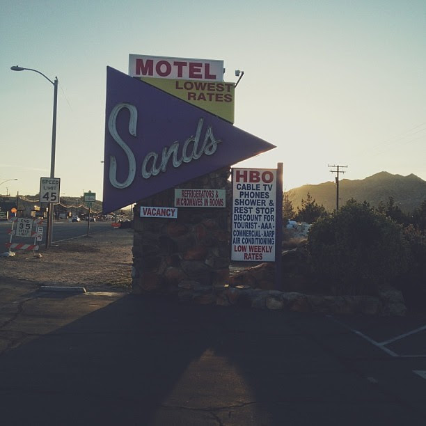 Something that was once beautiful, blended with everything that's wrong with modern day signage. Still beautiful.  #vscocam #motelsignage #signage #desert #motel