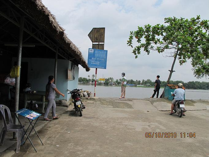 Đò em đưa qua sông Sàigon