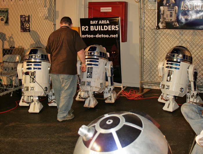Maker Faire R2D2s