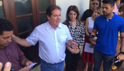 Sebastião anuncia redução de salários dos comissionados