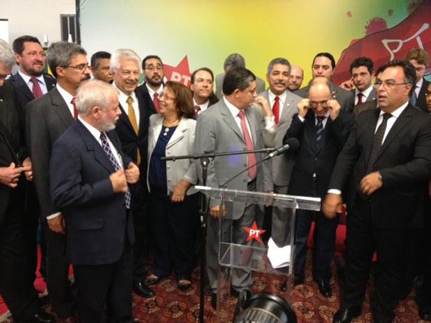 Parlamentares do PT e a ministra Ideli Salvatti (Relações Institucionais) na mostra comemorativa do PT (Foto: Fabiano Costa / G1)