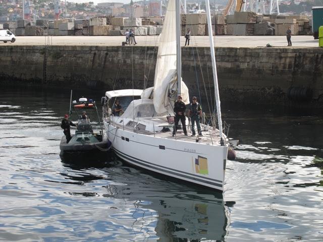 Las Fuerzas de Seguridad del Estado interceptan un velero cargado con 800 kilos de cocaína con destino a Galicia