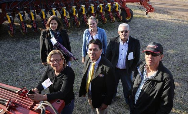 Parte del grupo de compradores de Colombia, Brasil y Perú, ayer en la muestra