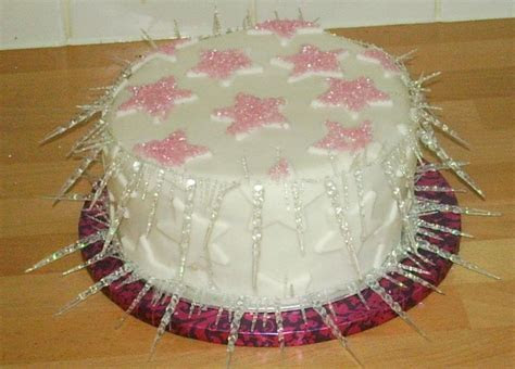 You have to see Sparkly star & icicle Christmas cake. on