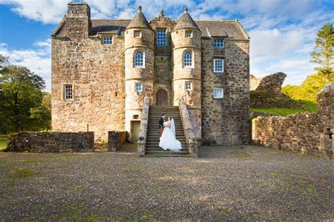 Rowallan Castle Wedding Photographer   Lesley and Andy