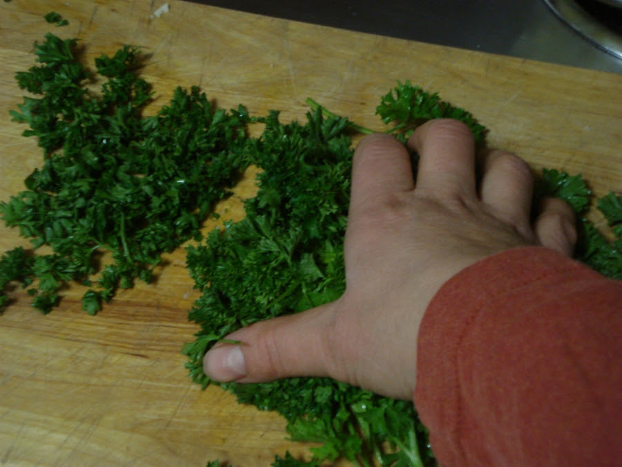 03 finely chopped parsley