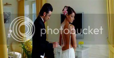 http://i347.photobucket.com/albums/p464/blogspot_images1/Bachna%20Ae%20Haseeno/59.jpg