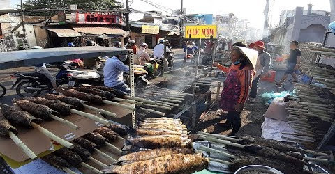 Phố Cá Lóc nướng lớn nhất Sài Gòn bán chục tấn cá ngày Vía Thần Tài
