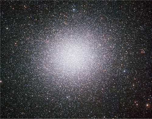 Minigaláxia Ômega Centauro é vista em toda a sua magnitude