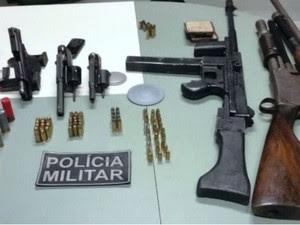 Armas e coletes à prova de balas estavam com a quadrilha (Foto: SSPDS)
